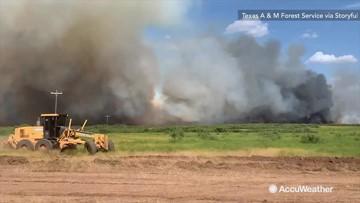 Roaring wildfire blazes across northern Texas