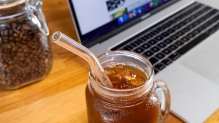 best-kitchen-gifts-2018-hummingbird-glass-straws.jpg