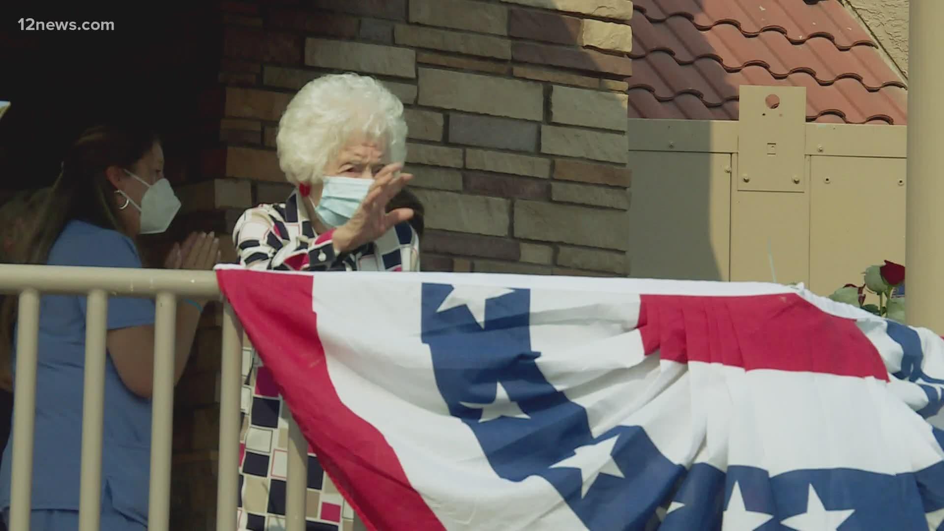 Scottsdale celebrates 105-year-old WWII veteran's birthday with parade |  13wmaz.com
