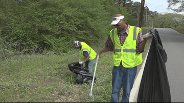 'I'm giving back and making money': Homeless begin job picking up trash in Little Rock