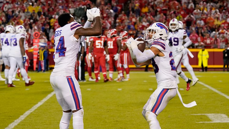 NFL Roundup: Bills dominate Chiefs; Chargers trending up; wild finish in Packers-Bengals