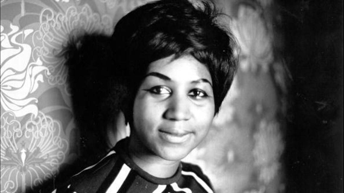 Aretha Franklin 'honoured like a Queen' as she lies in state