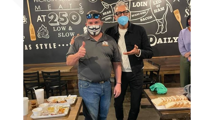 'I was just honored': Actor Jeff Goldblum visits Dublin BBQ joint with film crew