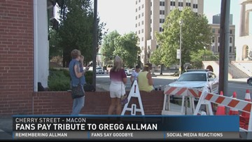 Fans pay tribute to Gregg Allman
