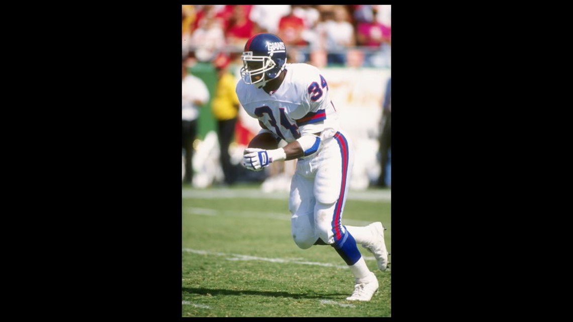 10 Sep 1995  Running back Herschel Walker  34 of the New York Giants runs  downfield against the Kansas Ciy Chiefs during a game held at Arrowhead  Stadium in ... 3ab2a4500