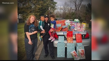 Eastman officers surprise family with Christmas presents