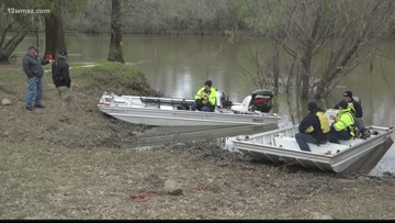 Dive team finds body of missing Cochran boater
