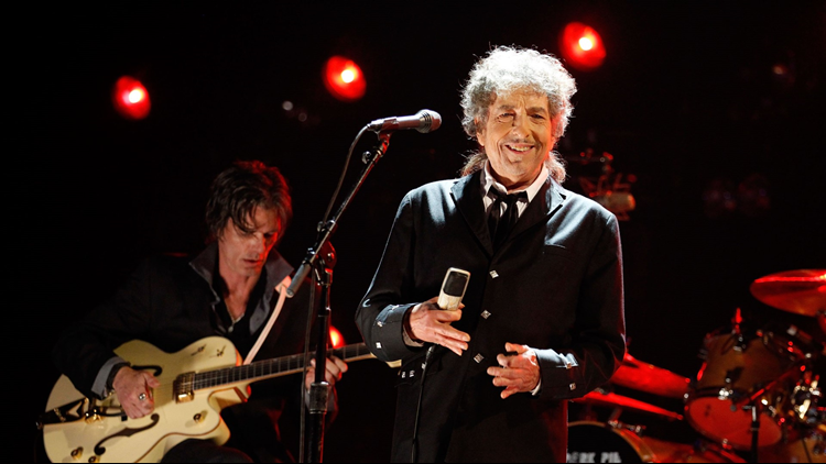 Bob Dylan and band return to Tivoli Theatre this fall