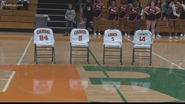 Kobe Bryant honored by Central Georgia basketball players