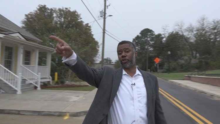 How did a state representative of Macon get paid for the organization he created?