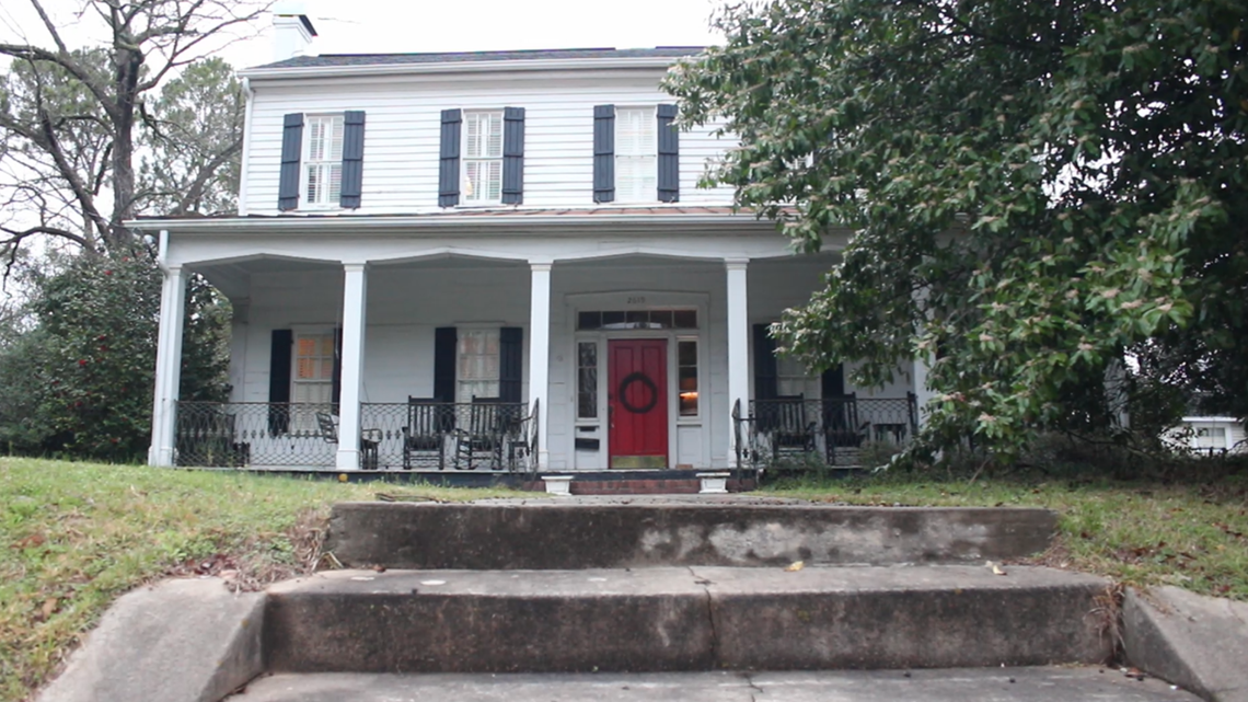 What is the oldest building in Macon?