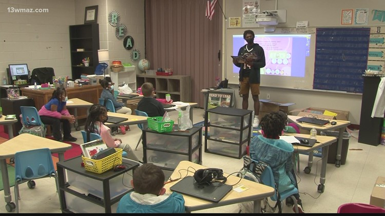 Baldwin High basketball players read to primary school students