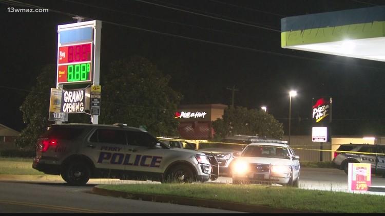 Warner Robins gas station convenience store robbed at gunpoint