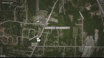 Macon convenience store robbed at gunpoint