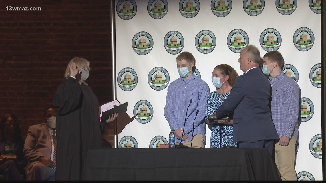 'We will create a better community': Lester Miller officially sworn in as Macon-Bibb's new mayor