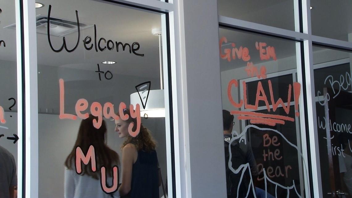 Mercer University welcomes hundreds of freshmen on move-in day