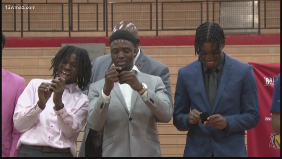Baldwin basketball receives state rings after March championship win