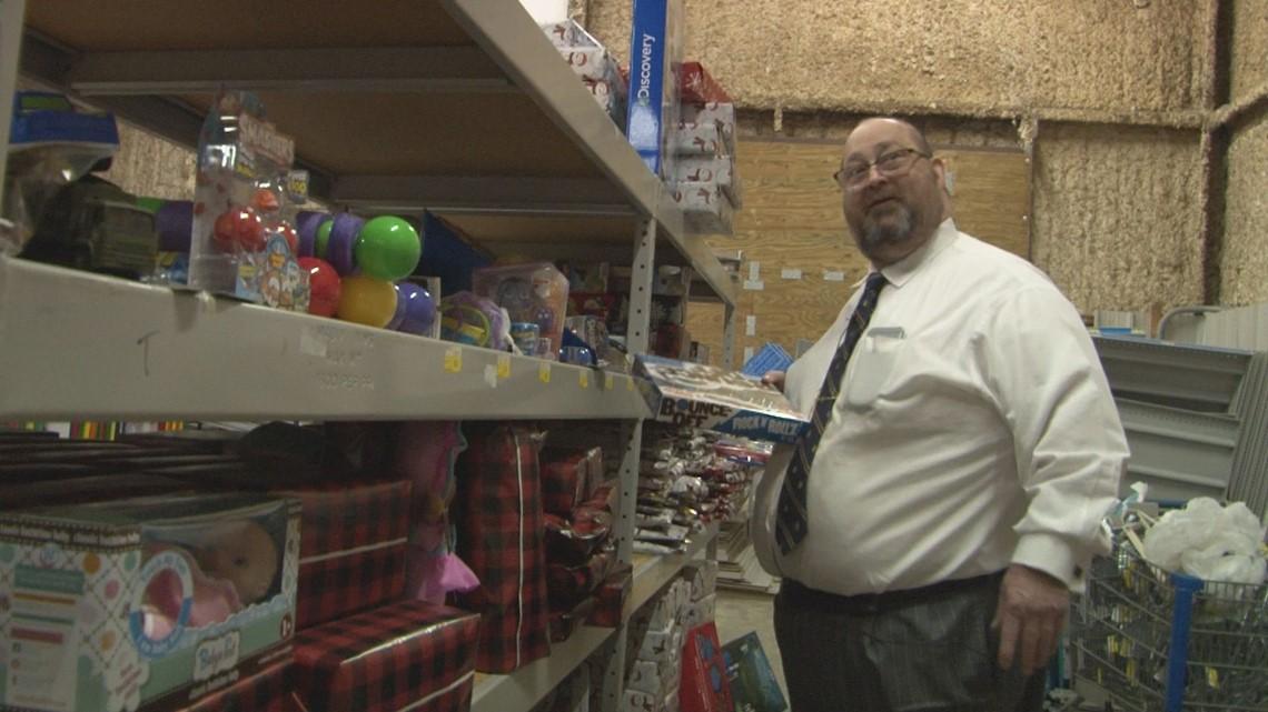 Vidalia lawyer prepares to give Christmas gifts to over 500 kids
