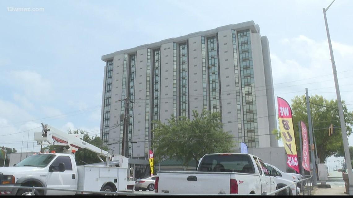 Macon-Bibb halts Crowne Plaza renovations