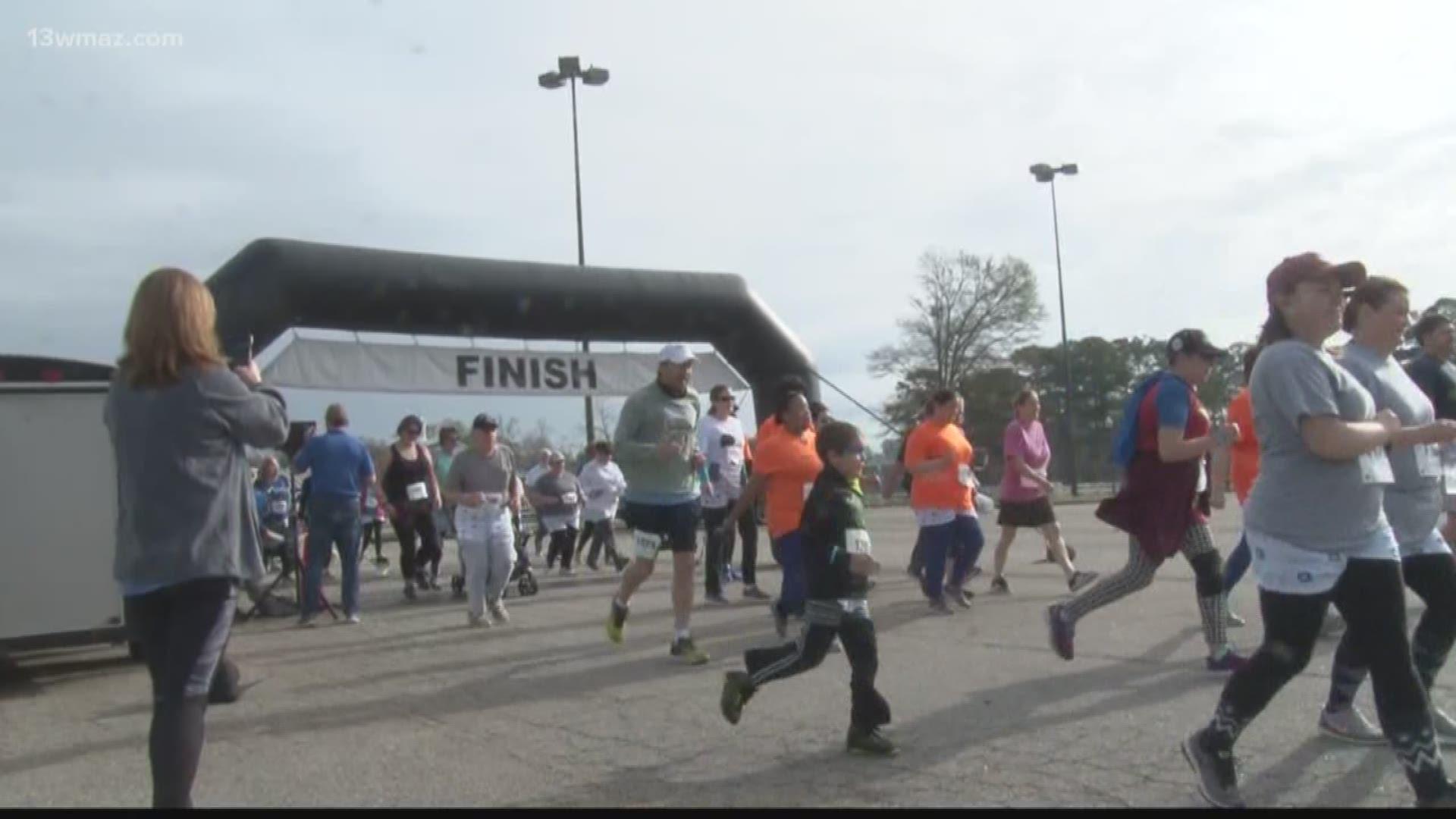 Undy Runwalk Raises More Than 15 000 For Colorectal Cancer 13wmaz Com