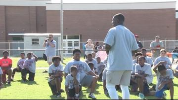Chicago Bears' Roquan Smith flexes coaching skills at his kids' camp in Montezuma, Georgia