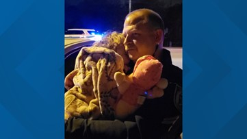 Florida deputy comforts child whose parents crashed their car, took off without her