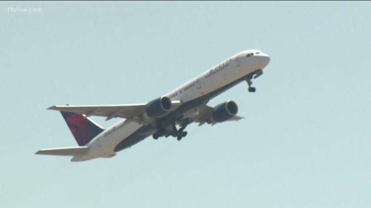 Passenger describes moment when lightning struck Delta plane